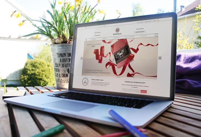 Gestione collezione, packaging, sito web e invii newsletters, grafica siti web, newsletters e campagne adv, brochure e banners